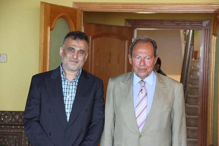 زيارة فخامة الرئيس لحود وتقديم لوحة بذكرى عيد المقاومه والتحرير
