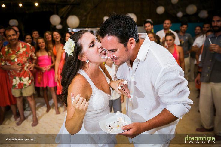 A cake cutting at a Isla de la Pasión wedding. http://dreamtimeimages.com/blog/passion-island-wedding-photography-isla-del-passion-mexico-kelly-jason/