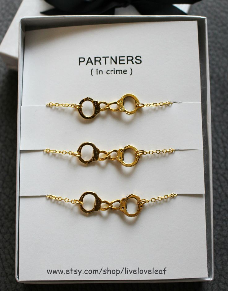 3 Partners in crime matching Best Friends Gold Handcuffs Bracelets by LiveLoveLeaf on Etsy  #partnersincrime #handcuffs #handcuff #handcuffjewelry #handcuffsbracelets #sistersjewelry #sistersbracelets #goldhandcuffs