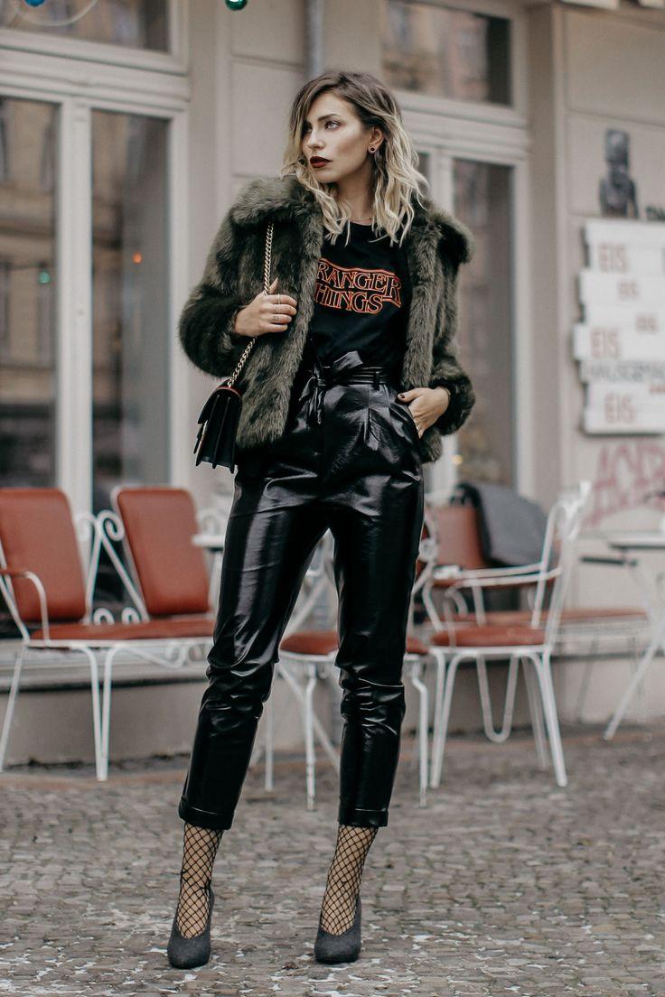 Fashion Week styling   location: Berlin   labels: Topshop, Pinko   Wie kombiniere ich ein Stranger Things Logo shirt und eine Lackhose