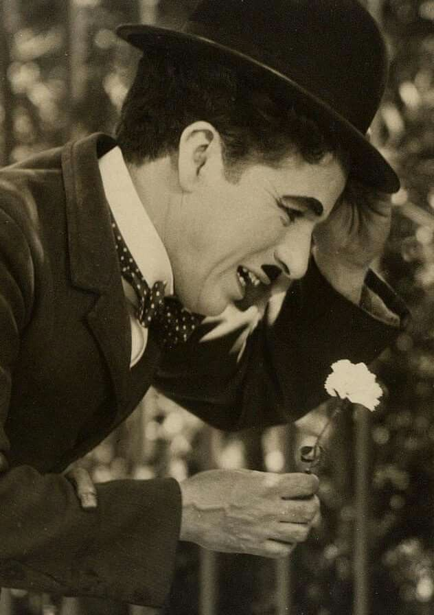 "Charlie Chaplin in ""City Lights"""
