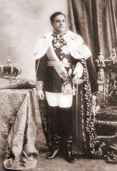 "modernmonarchist: House of Braganza His Most Faithful Majesty King Manuell II of Portugal and the Algarves (15 November 1889 – 2 July 1932) Known as ""the Patriot"" (""o Patriota"") or ""the Unfortunate"" (""o Desventurado""), he ascended to the Portuguese throne after the assassination of his father, King Carlos I of Portugal, and his elder brother, Luís Filipe, Prince Royal of Portugal. Before ascending the throne he was Duke of Beja."