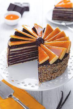 Torta Dobos: crema al burro al cioccolato, pasta bisco tto e caramello. Scopri questa maestosissima torta!   [Dobos cake]