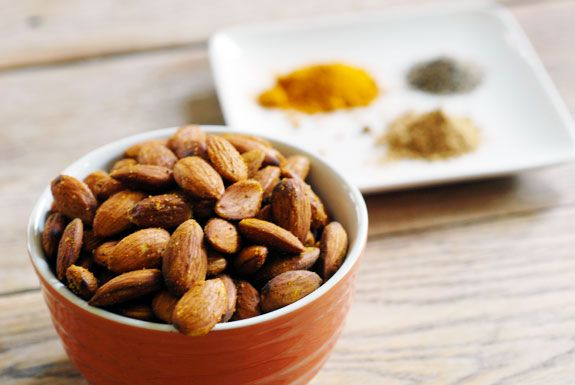 Paleo Curried Almonds on http://www.elanaspantry.com