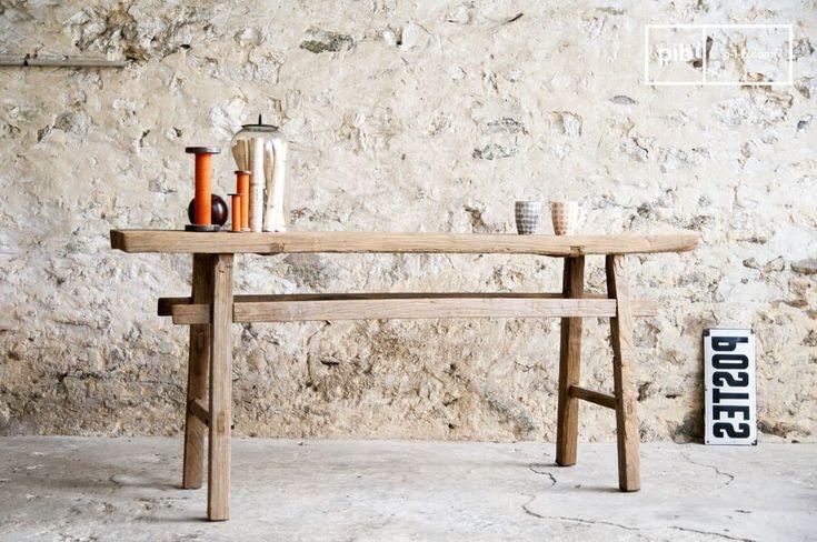 Semplice e di tendenza, questo ripiano mette in evidenza il legno grezzo e le sue venature che gli donano uno spirito unico che ricorda le officine di un tempo.