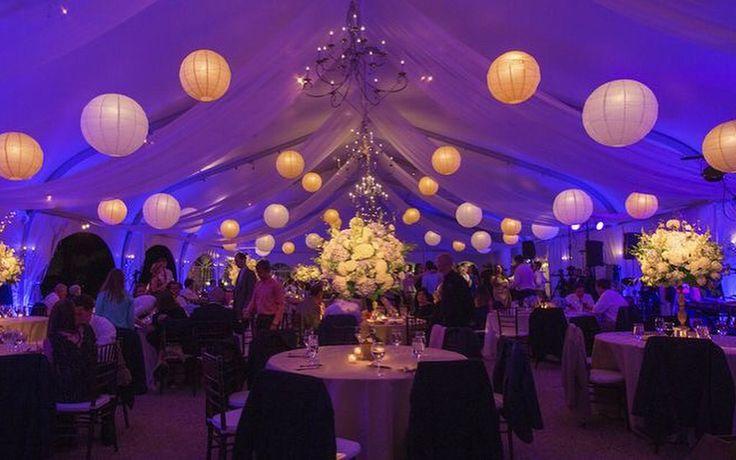 Sfeervolle tent versiering met led verlichte lampionnen. Purple and white decoration.  Bruiloftsversiering, huwelijks ideeën. Trouw decoratie , lanternes de mariage. Lampion de fête. Diy  #party #feest #lampion #paperlanterns #events #eventstyling #decoratie #styling #marriage #trouwinspiratie #wedding #weddingideas #weddinginspiration #lanternes @lampionlampionnen.nl