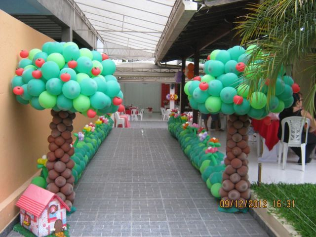 Esculturas- Jardim com arvore                                                                                                                                                                                 Mais