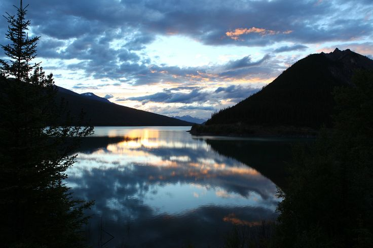 The must-see sunset over Maligne Lake.   14 Sites In Alberta That Will Make You Feel Alive