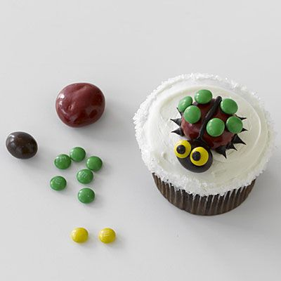 How To Decorate Mini Bug Cakes