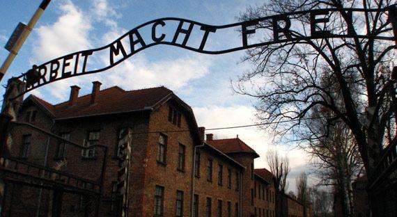 """""""O trabalho liberta"""": o campo de concentração Auschwitz, com seu infame slogan, está localizado na região de Cracóvia. Cracóvia, a Polônia em toda sua beleza e tragédia - 29/12/2008 - Viagem - Diário de viagem"""