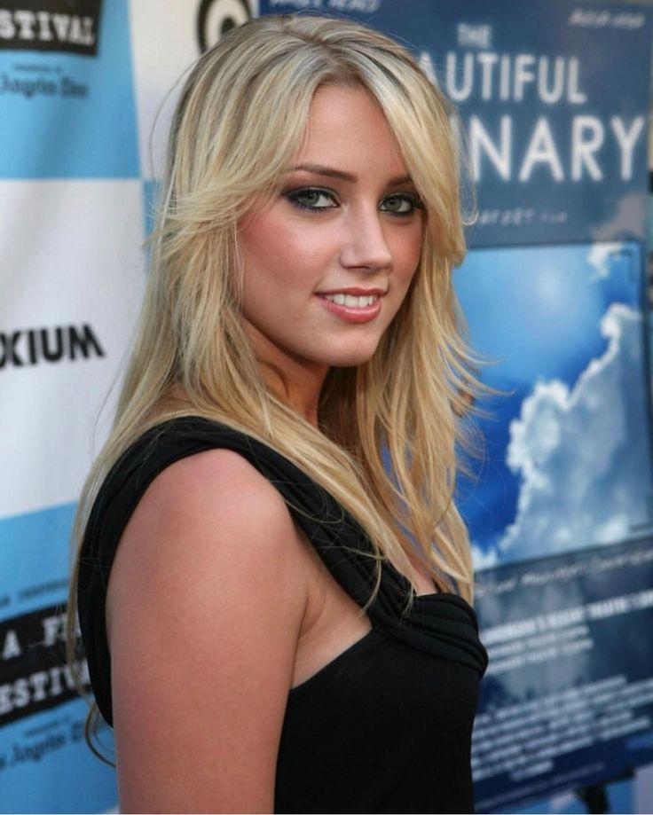 1080x2240 Amber Heard Hot Cleavage Pics 1080x2240