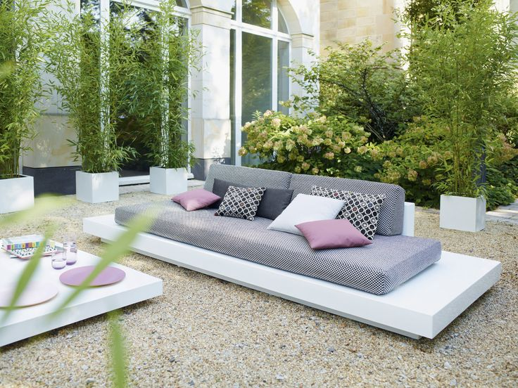 outside lounge idea - so simple. YAY. This could definitely work