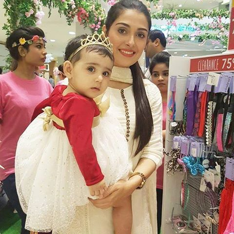 Ayeza Khan with her daughter in Mother's Day special Event   Style.Pk
