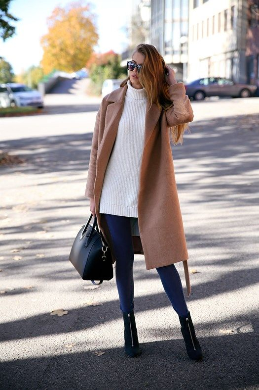 Josefin Ekström shows us how to wear the camel coat trend in this gorgeous number from bubbleroom. Coat: Bubbleroom, Pullover: Junkyard, Shoes: Henry Kole.