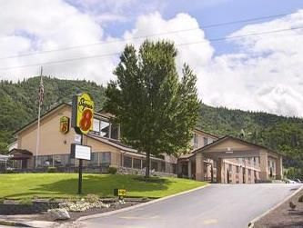 Grants Pass (OR) Super 8 Grants Pass United States, North America Stop at Super 8 Grants Pass to discover the wonders of Grants Pass (OR). The property features a wide range of facilities to make your stay a pleasant experience. All the necessary facilities, including free Wi-Fi in all rooms, 24-hour front desk, facilities for disabled guests, meeting facilities, family room, are at hand. Designed for comfort, selected guestrooms offer air conditioning, desk, alarm clock, tele...