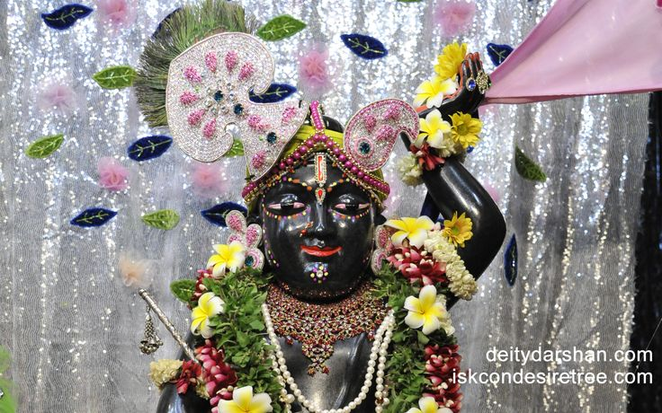To view Gopal Close Up Wallpaper of ISKCON Chowpatty in difference sizes visit - http://harekrishnawallpapers.com/sri-gopal-close-up-wallpaper-012/