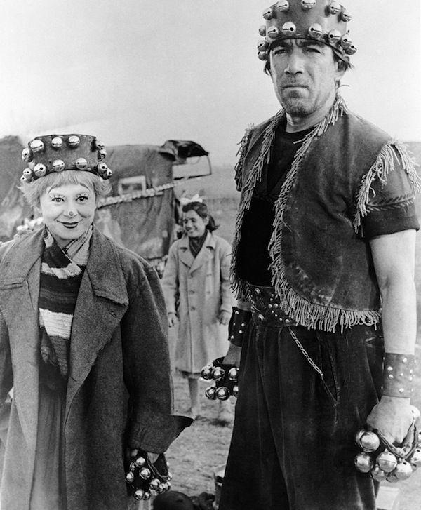 """IlPost - Giulietta Masina e Anthony Quinn sul set del film di Fellini """"La Strada"""" (AP Photo) - Giulietta Masina e Anthony Quinn sul set del film di Fellini """"La Strada"""" (AP Photo)"""