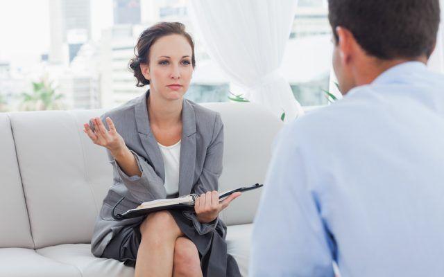 Mit den richtigen Umgangsformen können Sie kritische Situationen charmant bewältigen. Business-Knigge-Regeln, die jeder kennen sollte...