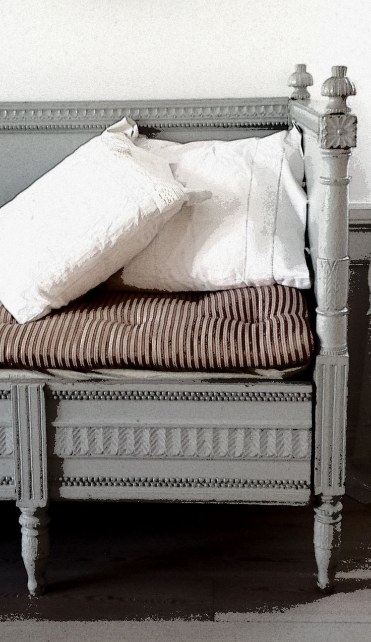 Gustavian sofa bed