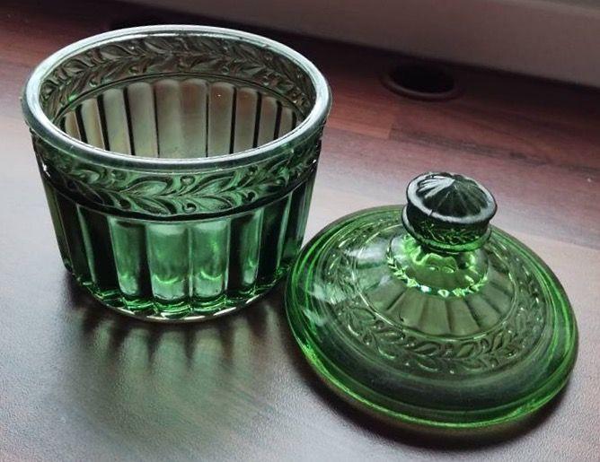 Kara-sokerikko. Riihimäen lasi. Alunperin vanhan Karan lasitehtaan puristemuotti. Karaa on kutsuttu myös Lehväksi. (Kuva: Janiika Karhunen)