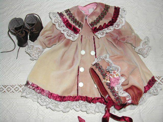 Ezt a ruhácskát biztos kirakatban tartották, mert a színe elhagyta.