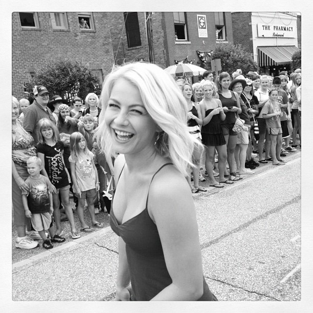 Julianne Hough loves to laugh! Our star kept the set of Nicholas Sparks' Safe Haven full of smiles...