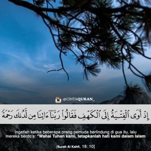 """Surah Al Kahfi ayat 10 .  Ingatlah ketika beberapa orang pemuda berlindung di gua itu lalu mereka berdo'a: """"Wahai Tuhan kami tetapkanlah hati kami dalam Islam dan berikanlah jalan keluar kepada kami dalam menyelesaikan urusan kami."""" .  Like dan Tag 5 Sahabatmu sebagai Bentuk Kecintaan Kepada #AlQuran .  Follow @CintaQuran_ @CintaQuran_  .  #Quran #CintaQuran #IndosiaCintaQuran"""