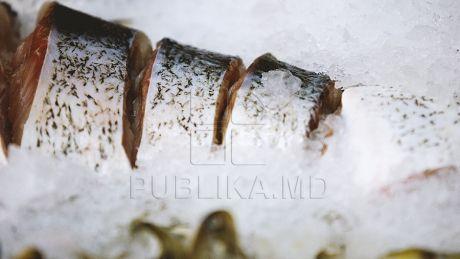 """Peşte """"de aur"""" la Piaţa Centrală. De Buna Vestire, comercianţii AU DUBLAT preţurile la unele specii"""