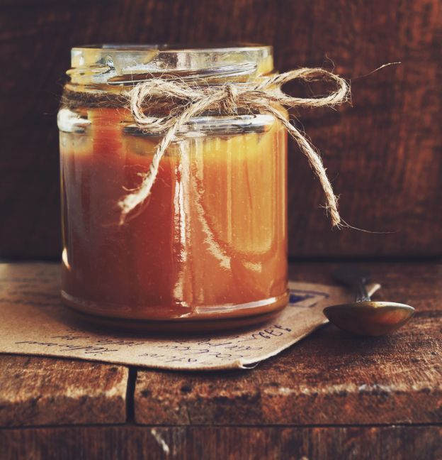 Une recette de caramel à la fleur de sel toute simple et rapide à cuisiner.