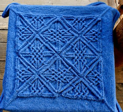 Dunfallandy cabled blanket FREE knitting pattern by Teresa de Roulet ||| Knitty.com - First Fall 2015