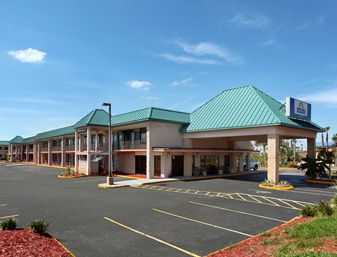 Days Inn And Suites Davenport FL 33837. Upto 25% Discount   Packages.Near by Attractions include Walt Disney World, Ritchie Bros Acution,   Kissimmee,congo river golf, fun spot usa, the legends golf course, osceola county   stadium,green meadows petting farm.Book your room and start saving with   SecureReservation. please visit- www.hoteldisneyworldkissimmee.com/