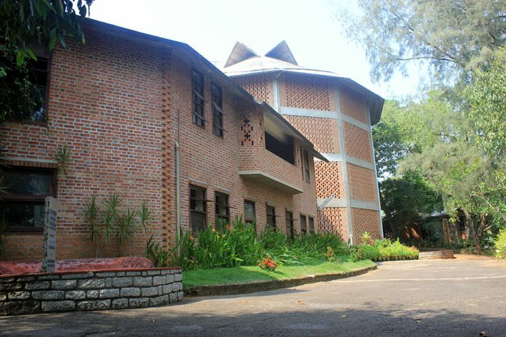 Centre for Development Studies designed by Laurie Baker. The language is typically that of Baker, his interpretation of a vocabulary unique to Kerala. Exposed brick walls in beautiful patterns and bonds, exposed concrete sloping roofs with filler slabs of Mangalore tiles forming beautiful patterns and jaalis in the brick walls of numerous designs creating amazing patterns of light and shade inside the buildings while at the same time letting in wind and light.