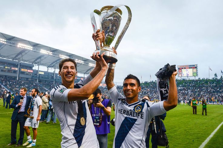 Los Ángeles Galaxy, equipo patrocinado por Herbalife.  El contrato de patrocinio y suministro de nutrición para el equipo, es el mayor de toda la MLS, con 10 años de contrato y más de $45 millones.  En la imagen el último título en 2013, Campeones de la MLS. #TeamHerbalife