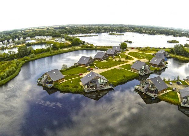 Waters Edge Lake Lodges On The Cotswold Water Park