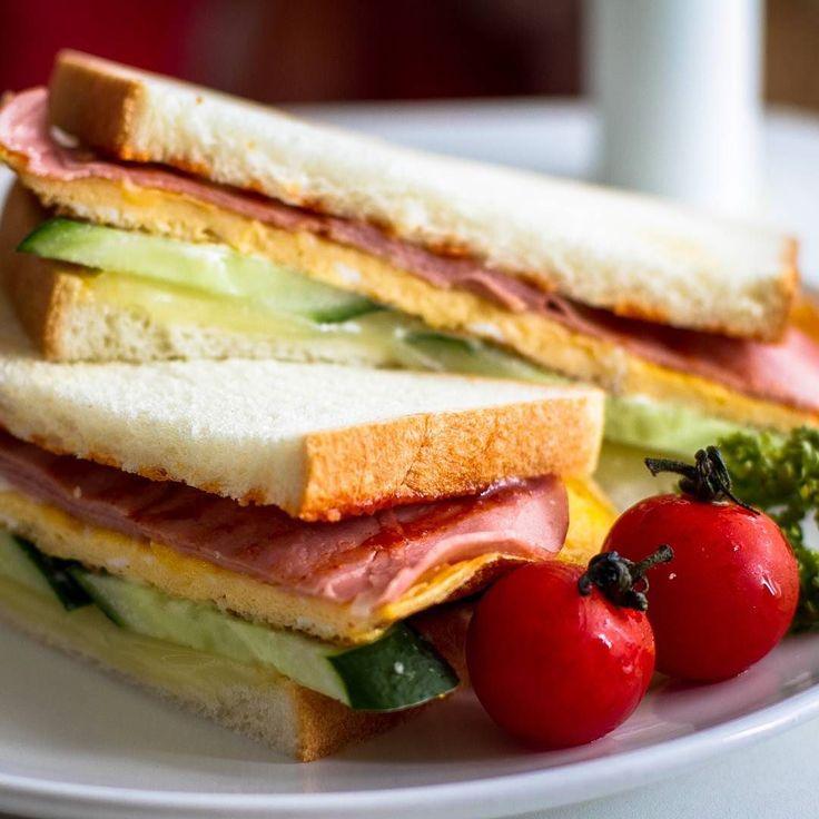 ハム玉子きゅうりチーズのサンドイッチ by zhou2057