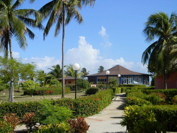 PLAYA SANTA LUCIA CUBA-BRAVO CARACOL    IL BRAVO CARACOL,  affacciato direttamente sulla spiaggia e sul mare, bellissimo e cristallino, dalle mille sfumature di blù, è il luogo ideale per una vacanza rilassante.      DURATA:         9 GIORNI 7 NOTTI  PARTENZA:    OTTOBRE  DA:                  MILANO MALPENSA it.                           CATALOGO:      €  1.360.00  SCONTO:        27.57%  QUOTA A  PARTIRE DA:  € 985.00    LA QUOTA INDICATA NON COMPRENDE: QUOTA…