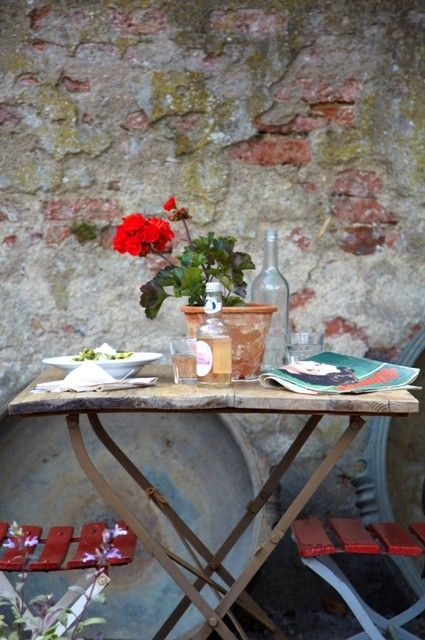 alfresco - the antique French bistro table and chairs are a great way to decorate a spot in the kitchen or porch