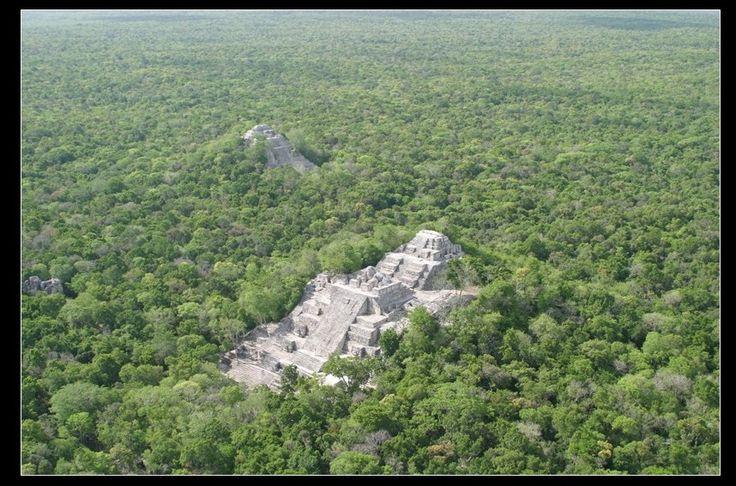 """Chicanna Campeche Mexico Calakmul Significado Calakmul significa en maya """"Dos Montículos Adyacentes"""" (Ca dos, Lak adyacentes, Mul montículo artificial o pirámide), nombre que hace referencia a las …"""