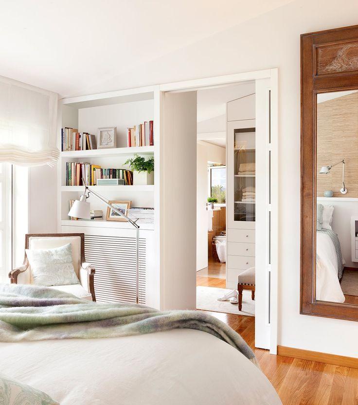 Vista del vstidor y baño desde dormitorio. Hacia el vestidor