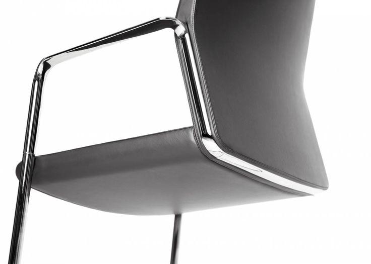 Piękny i elegancki TY TURN  #elzap #krzesło #czarny #konferencja #design #nowoczesny #stylowy #piękny #black #modern #style #beautyful #chair #conference