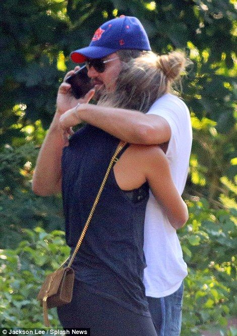 Leonardo DiCaprio comforts his girlfriend Nina Agdal after his Range Rover gets rear-ended (Photos)