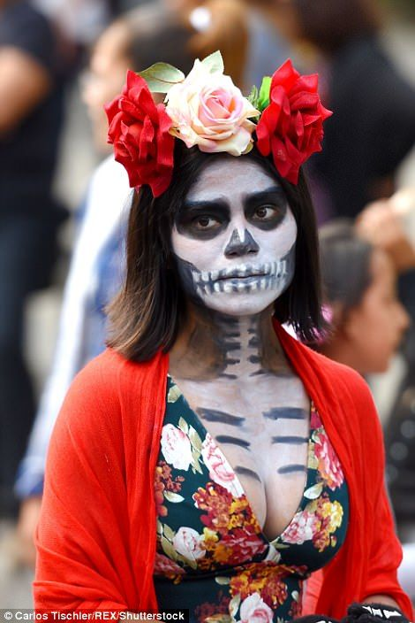 b04d0d40a2d Thousands in Mexico City celebrate Day of the Dead in a parade ...