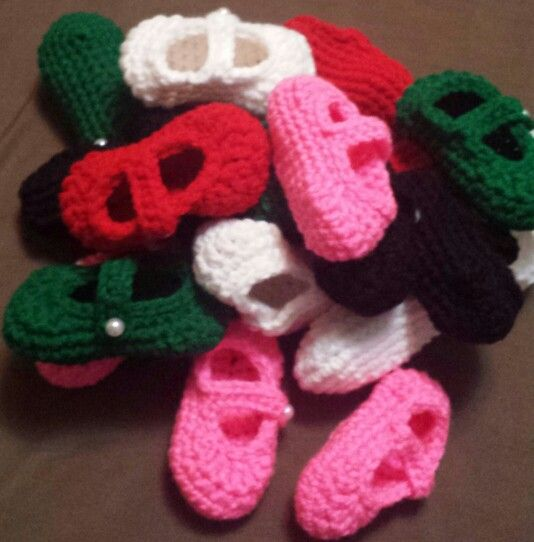 Newborn baby booties. Pattern is from Whistle and Ivy.
