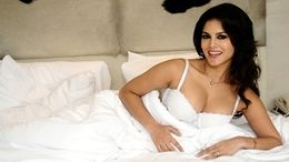 Sunny Leone Hot on Bed Wallpapers