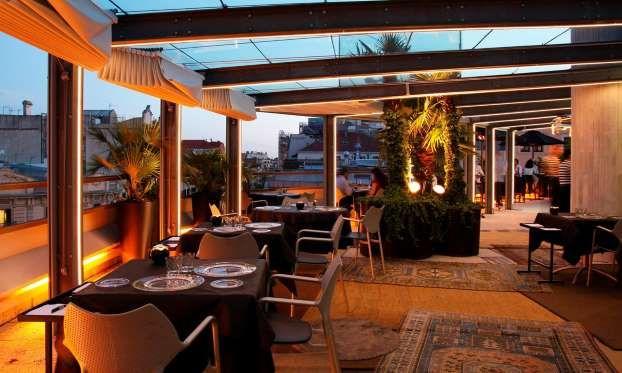 Situado en la última planta, la Terraza del Claris invita a una noche de invierno con buenas vistas ... - Hotel Claris