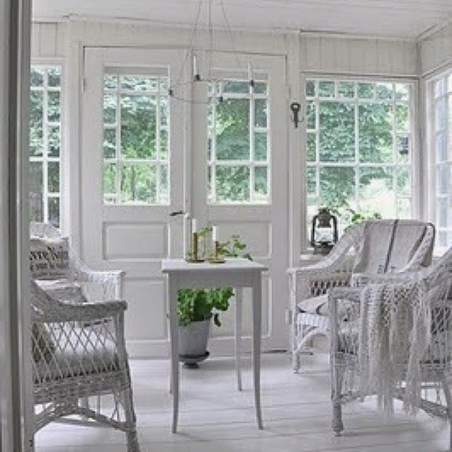 Eye For Design: Decorating With Antique White Wicker