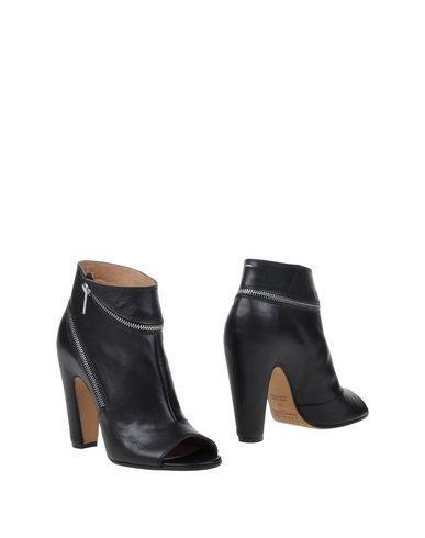 MAISON MARTIN MARGIELA Ankle boot. #maisonmartinmargiela #shoes #полусапоги и высокие ботинки