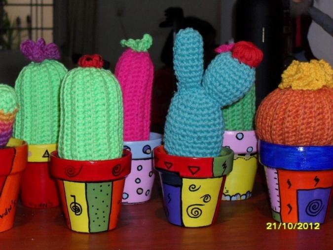 macetas pintadas + cactus