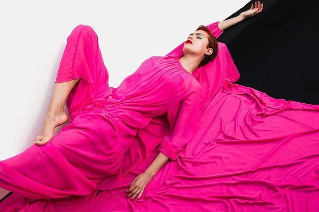 Vogue dá continuidade à seção Banco de Talentos na qual apresenta jovens criadores das áreas de fotografia beleza e styling em editoriais publicados semanalmente. Nesta terça-feira (18.04) você confere o ensaio Flash Bowie feito pelas lentes do fotógrafo Augusto Carneiro. Quer ver seu shooting estampado no site da #VogueBrasil? Descubra como em vogue.globo.com #bancodetalentos #moda  via VOGUE BRASIL MAGAZINE OFFICIAL INSTAGRAM - Fashion Campaigns  Haute Couture  Advertising  Editorial…