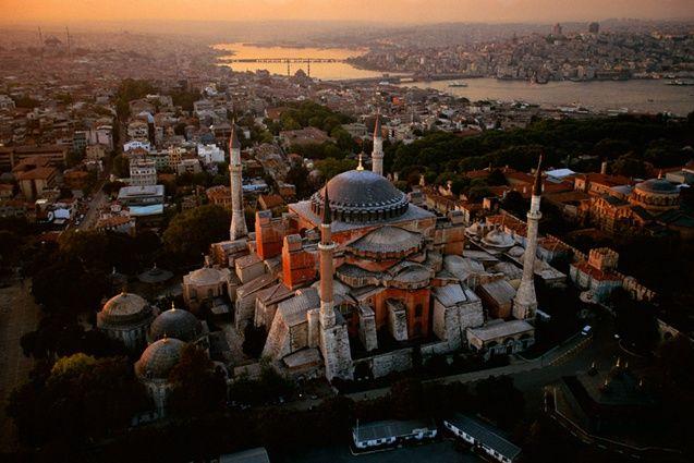 Milenar, Istambul deve ser daqueles lugares que a mente e os sentidos precisam estar alertas para captar tanto, em uma só passada.